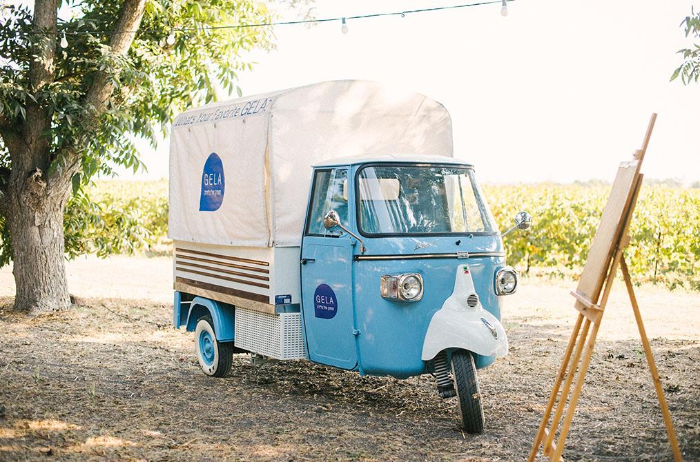 פינוקים לאורחים! אוטו גלידה איטלקית משובחת בחתונה של דן וערבה. צילום: דניאל ישר