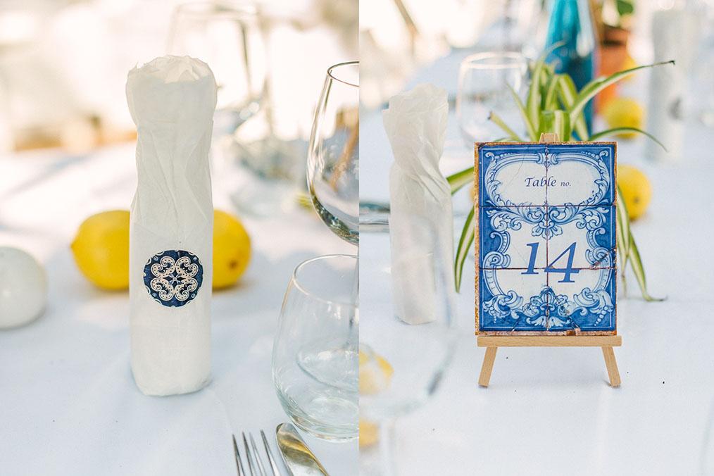 מספרי שולחן ובקבוקי יין ממותגים. מתוך החתונה של דן וערבה. צילום: דניאל ישר