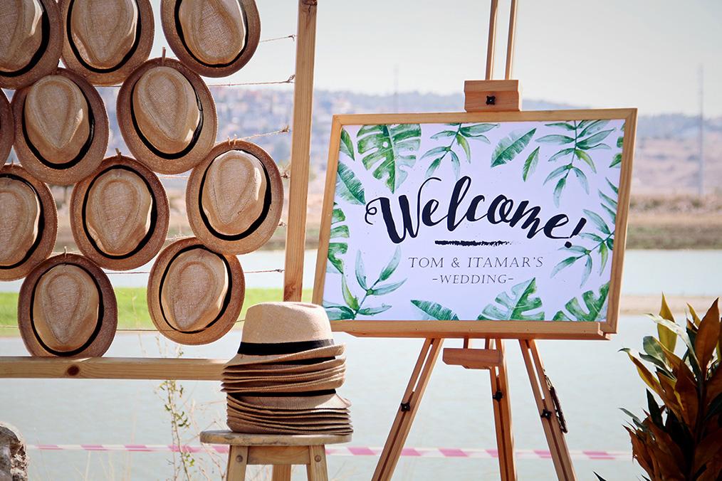 שלט כניסה לאירוע בסגנון האוונה. מתוך החתונה של תם ואיתמר