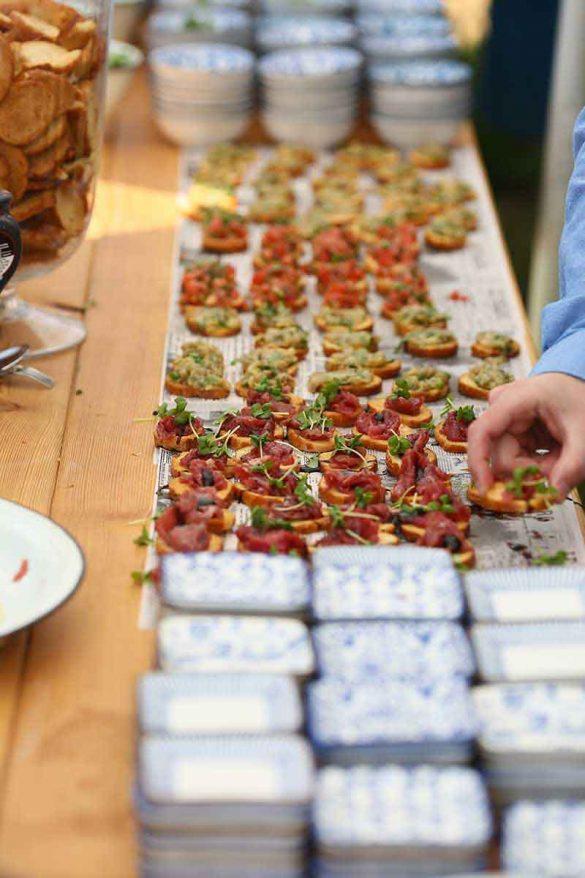 חתונה גינה אביבית - הקייטרינג של ברקיז - סטודיו ציפורות- הפקה עיצוב ומיתוג אירועים