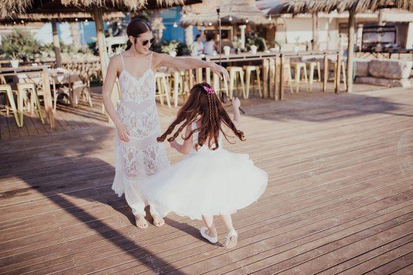חתונת החוף של נועה ועופר - סטודיו צפורות - הפקת, עיצוב ומיתוג אירועים